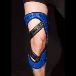 Man with blue knee orthosis
