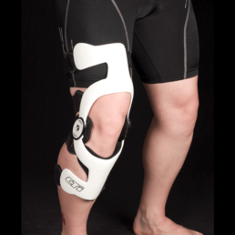 Man with white knee orthosis